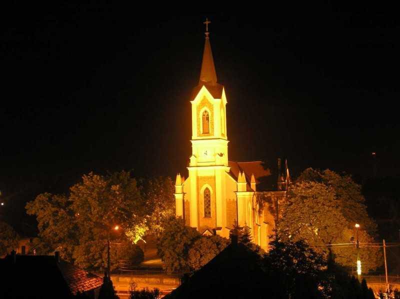 Templomunk kivilágítva