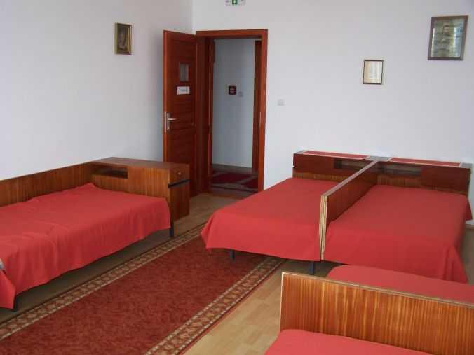 6 ágyas szoba