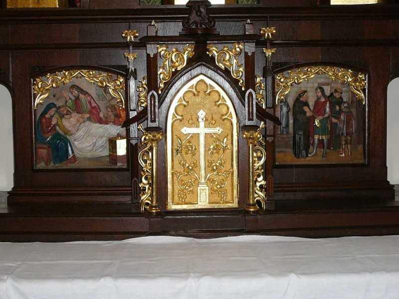 Domborművek a Jézus Szíve oltáron