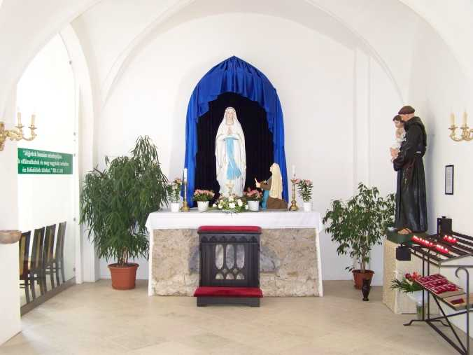 A Lourdes-i szobor.