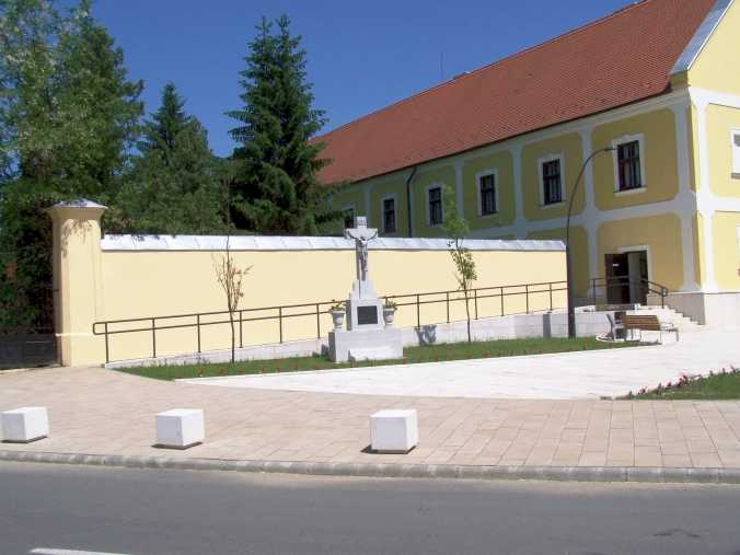 A templom előtti tér