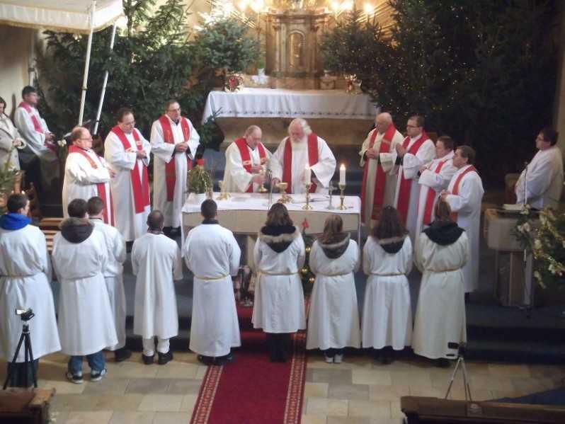 Szolgálók a szentmisén