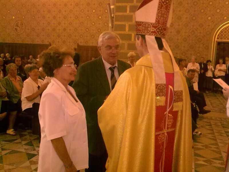 Pécs 2011. 06. 29. Püspök úrtól a kitüntetést átveszi: Dr. Málnai János és Dr. Málnainé Dr. Bíró Zsuzsanna