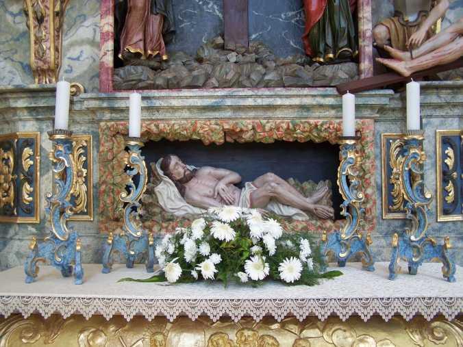 Jézus a sírban.