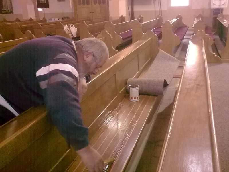 Templomunkban padfűtés működik
