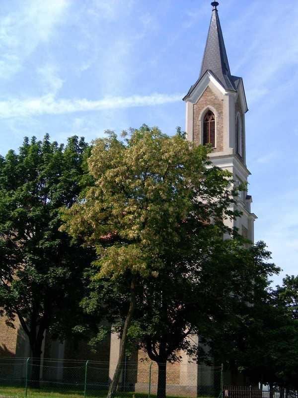 A templom a Somogyi Imre utca felől