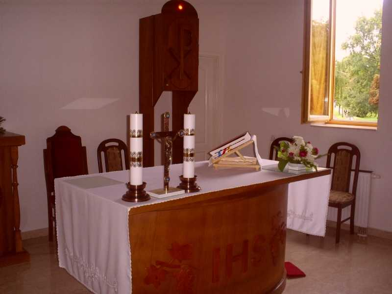 oltár és szentségtartó